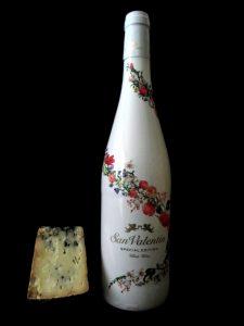 Queso azul de El Cabriteru y vino blanco