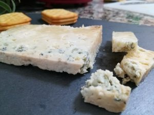 Queso azul de El Cabriteru y crackers