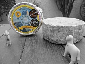 queso azul pura leche de oveja en Arenas de Cabrales El Cabriteru