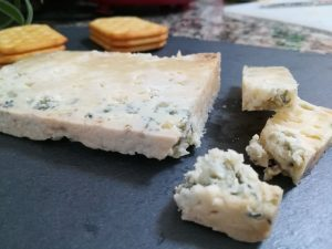 queso azul el Cabriteru con tostas