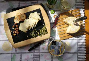 queso azul de El Cabriteru, sidra, avellanas y pan