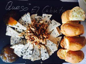 pan, nueces y queso azul de El Cabriteru