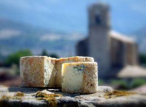 queso azul de el Cabriteru sobre piedra