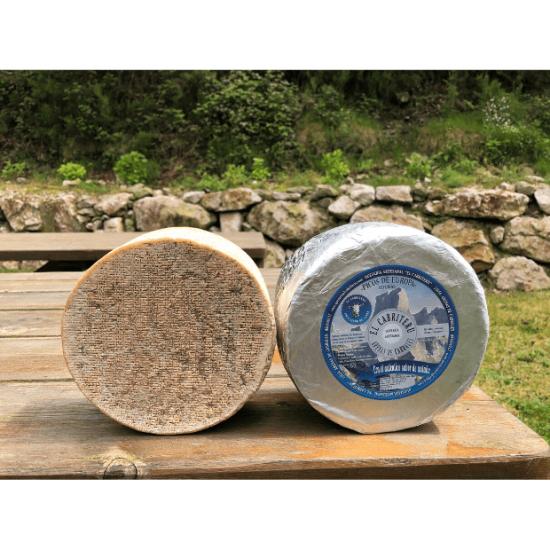 queso azul de El Cabriteru etiqueta azul leche cruda de cabra corteza natural