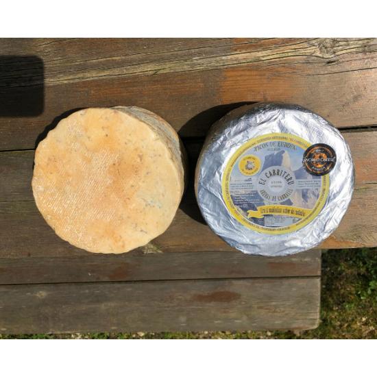 queso azul de leche cruda de oveja de El Cabriteru corteza natural parte superior