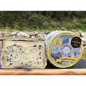 corte del queso azul de El Cabriteru leche pura de oveja