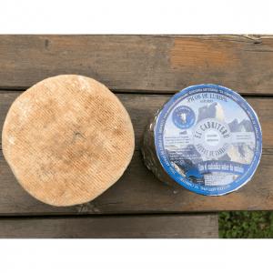corteza natural del queso azul de El Cabriteru pura leche cruda de cabra (vista superior)