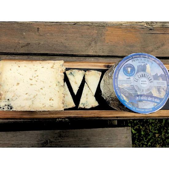 corte de queso azul de leche de cabra de El Cabriteru